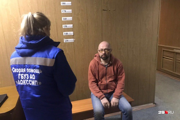 Дмитрия Секушина отпустили до девяти утра