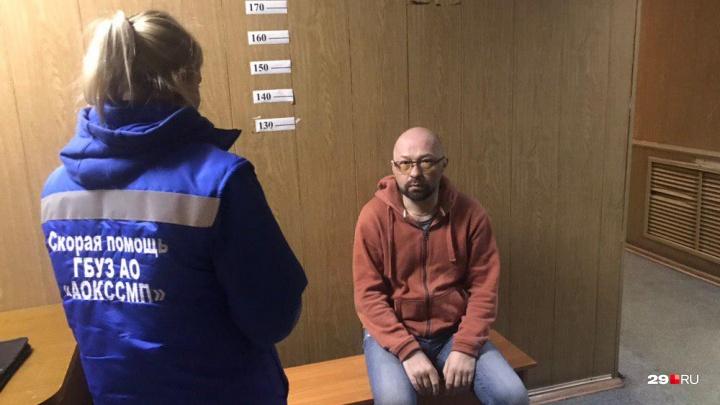 В Архангельске задержанному активисту второй раз вызвали скорую
