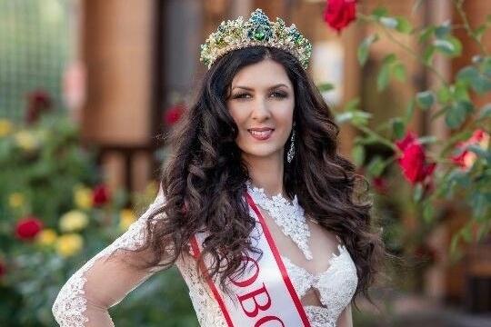 Ольга Амосова получила номинациюSuper Star на национальном конкурсе красоты «Миссис Россия Мира»