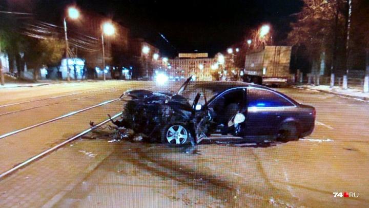 Водитель вылетел вместе с рулём: в ДТП с Audi на Цвиллинга пострадали два человека