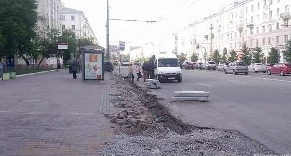 Подрядчику, который выкопал траншею у остановки на Свердлова, грозит штраф в 200 тысяч рублей