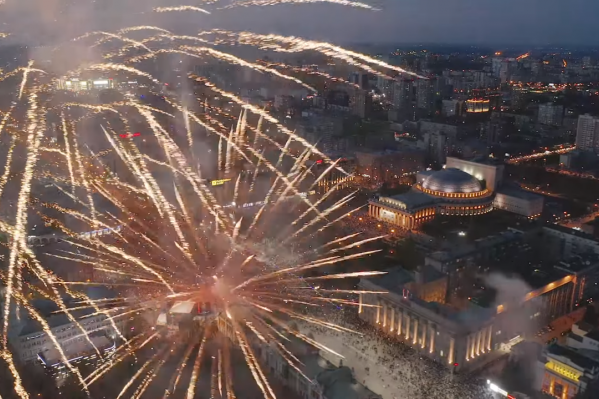 Праздничный салют над Новосибирском 9 мая