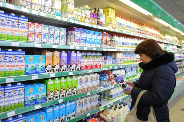 Проверяли молоко со всей Сибири, а поддельными и с недоливом оказались красноярские марки