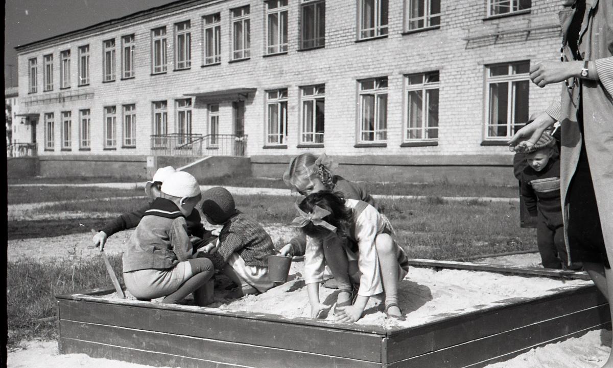 Детская одежда не отличалась разнообразием
