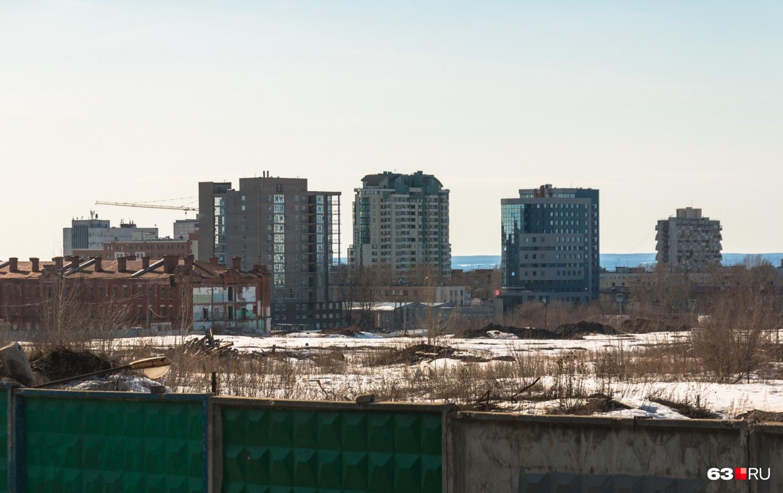 """Всю территорию&nbsp;бывшего подшипникового завода <a href=""""https://63.ru/text/realty/65937531"""" target=""""_blank"""" class=""""_"""">поделили на три лота</a>"""