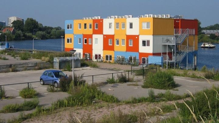 Семья из Екатеринбурга решила построить дом из портовых контейнеров, объездивших мир
