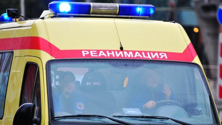 На месте ЧП полиция, скорая: утром на заводе в Екатеринбурге погиб стропальщик