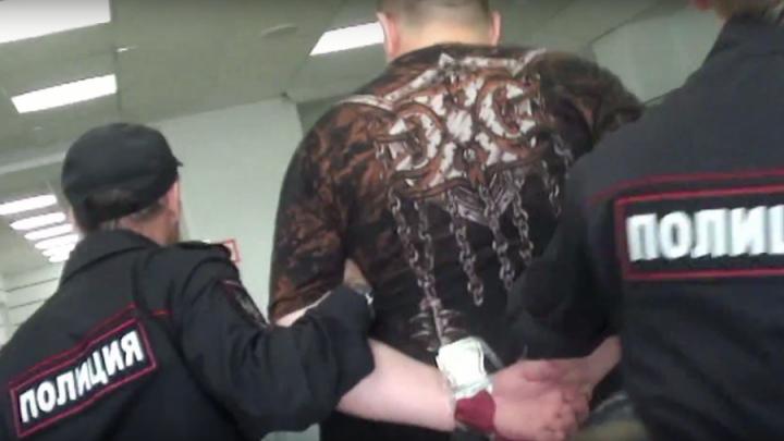 Пассажира новосибирского авиарейса оштрафовали на 330 тысяч за дебош в самолёте
