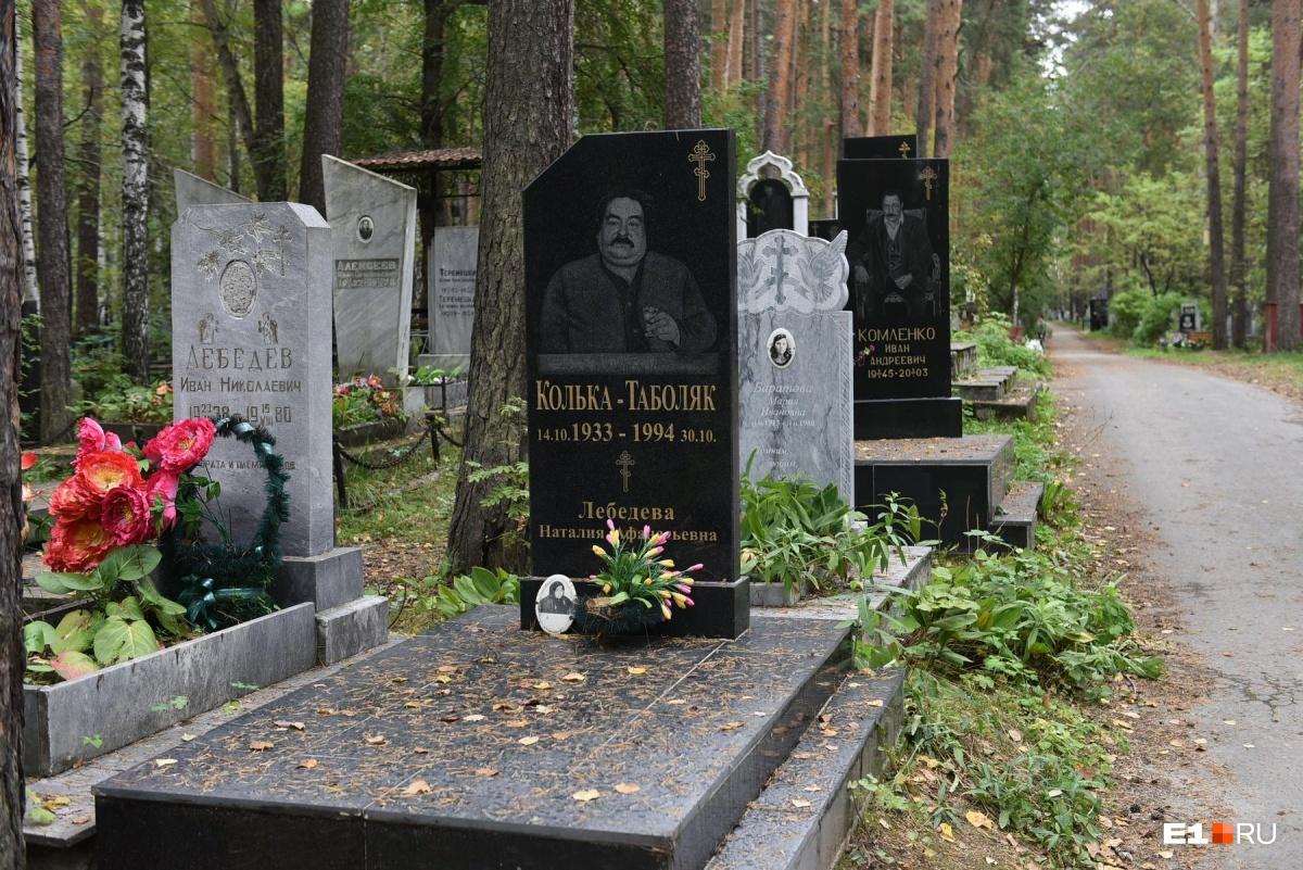 Это захоронения на Широкореченском кладбище