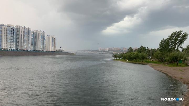 Сильные ливни и гроза с градом снова надвигаются на Красноярск