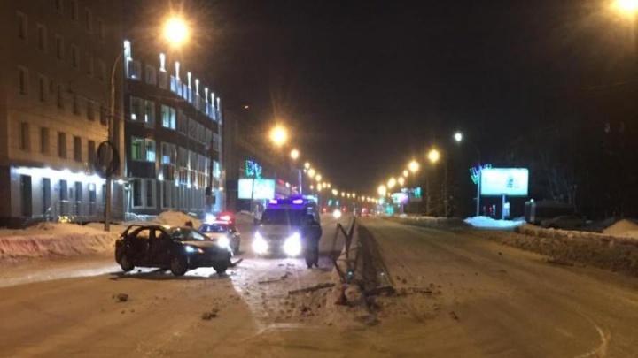 Пьяный водитель «Форда» устроил ночное ДТП на проспекте Дзержинского: пострадали два пассажира