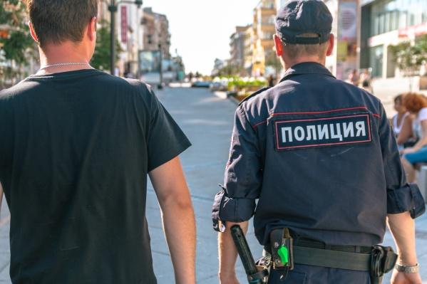 Полицейские и волонтеры проверяют места, где может находиться ребенок