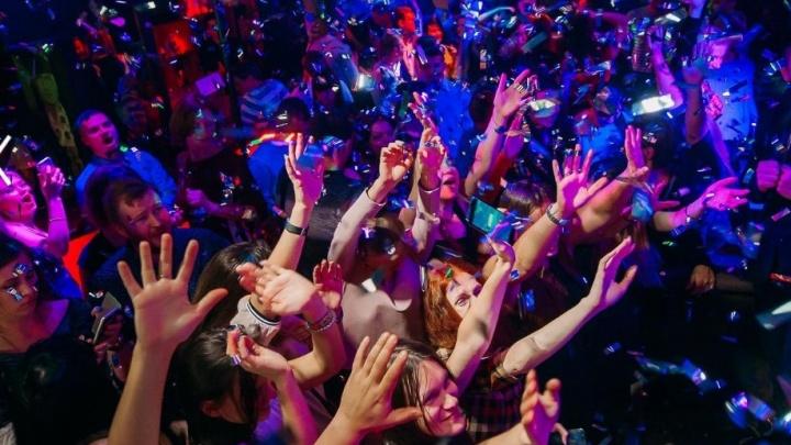 Руки вверх! В Новосибирске откроется бар Сергея Жукова — автора песни «18 мне уже»
