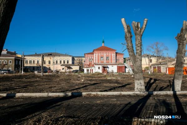 Вид на старинные здания на Вейнбаума с улицы Маркса