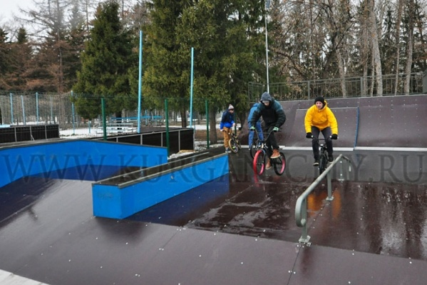 Теперь выполнять трюки и тренироваться молодые спортсмены будут не на улицах города, а на специальной площадке