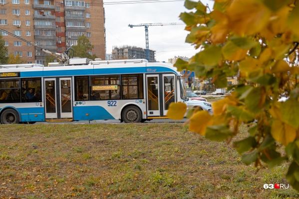 Троллейбус № 4 будет следовать по Московскому шоссе до конечной остановки