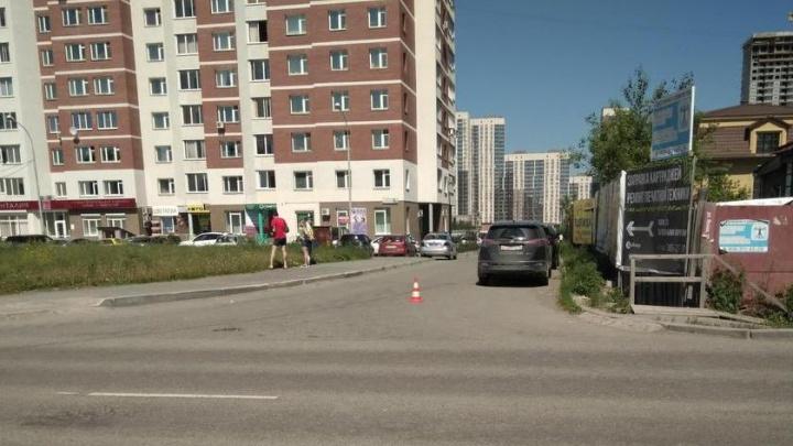 Екатеринбургская полиция разыскивает женщину, которая сбила девушку-пешехода и увезла её с места ДТП