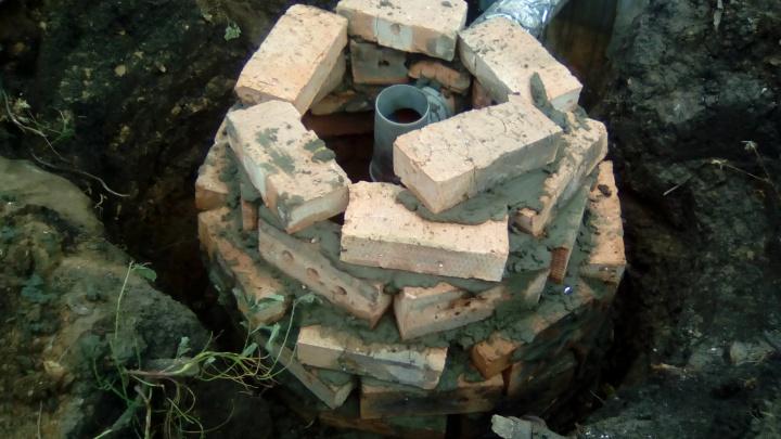 Жители Управленческого устроили выгребные ямы у колодца с питьевой водой