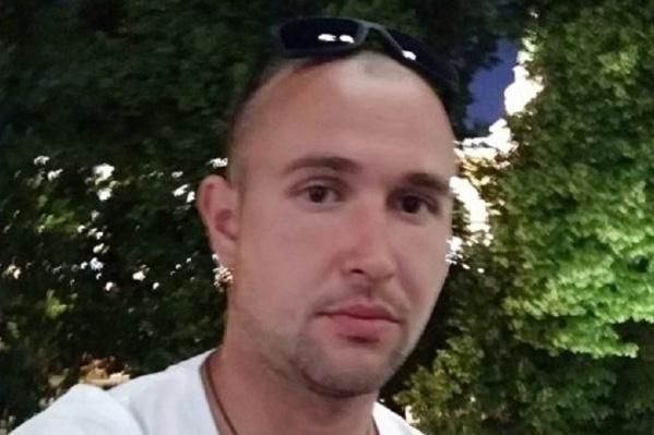 С 18 июня Ринат находился в московской полиции, поэтому не мог связаться с родными