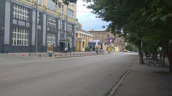 Центральную улицу Новосибирска перекрыли на весь день