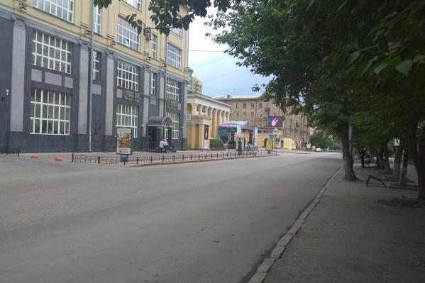 Сейчас на улице Ленина идёт подготовка к празднику