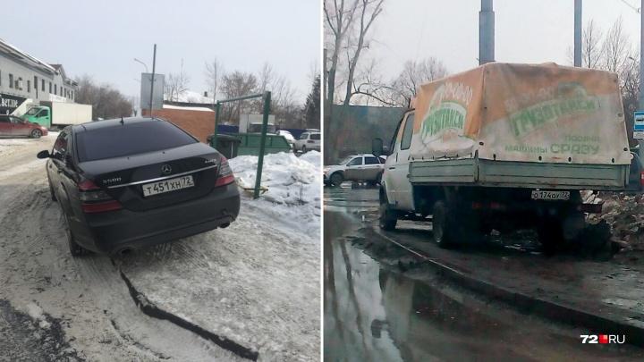 «Я паркуюсь, как...»: заставленный тротуар на Мебельщиков и автохам на «Газели» в Рабочем поселке