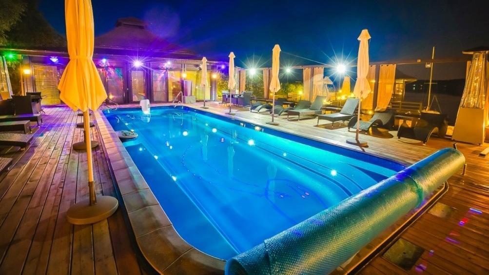 Платить за посещение бассейна не нужно — эта опция входит в стоимость проживания