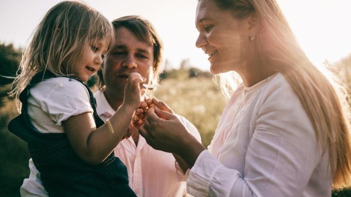 «Муж буквально выгонял на улицу»: откровенно о том, как быть мамой троих детей и не сойти с ума