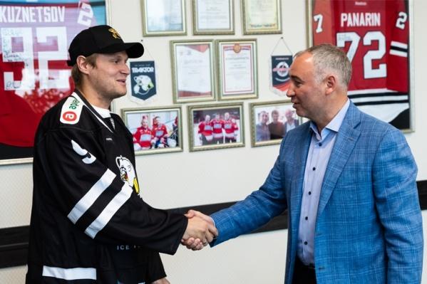 По всей видимости, Андрей Попов возьмёт привычный номер 9