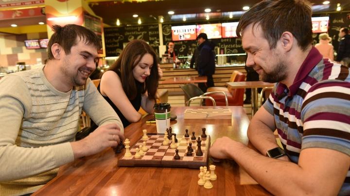 Где найти умного мужа и прокачать мозги, как Карякин: путеводитель по шахматным клубам Екатеринбурга