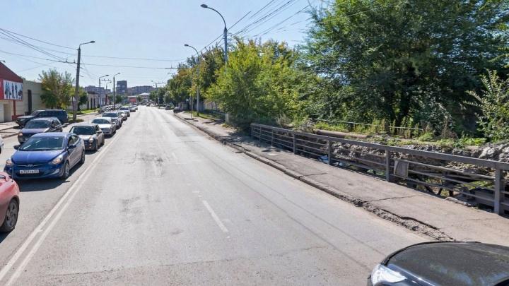 На выходных перекроют автомобильный мост через Бугач. Ограничения продлятся до осени