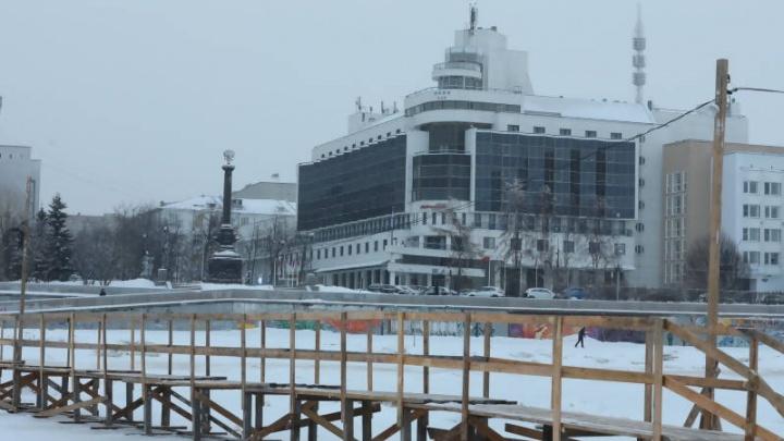 Власти не будут закрывать из-за оттепели ледовую переправу на Кегостров
