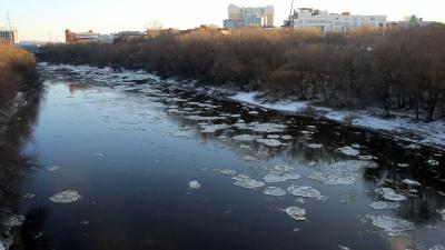 На Оми появились первые льдины