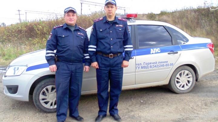 «Вывели жильцов, помогли отогнать машину»: в Прикамье полицейские спасли людей на пожаре