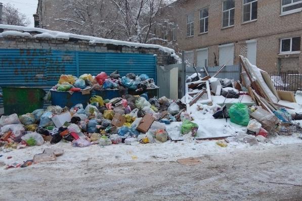 Такая картина во многих дворах Волгограда царит с декабря