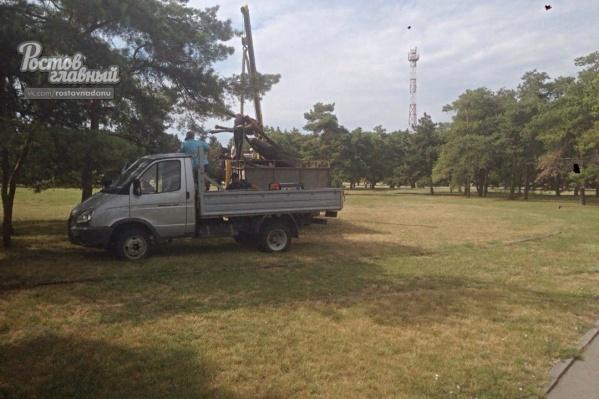 Скульптуру демонтировали сотрудники управления культуры администрации города