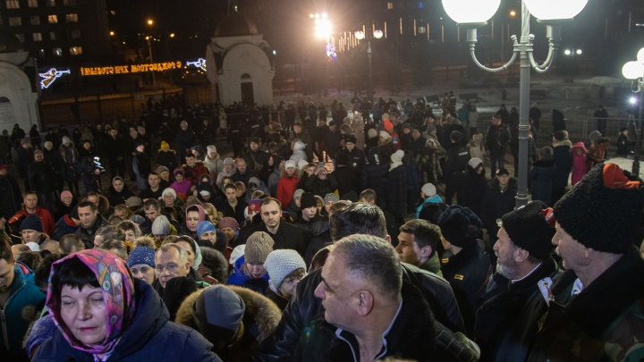 Больше тысячи красноярцев пришли в православный храм на Щорса ночью