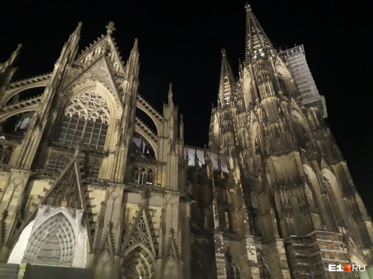 Кёльнский собор начали строить в XIII веке. Он занимает третье место в списке самых высоких церквей мира