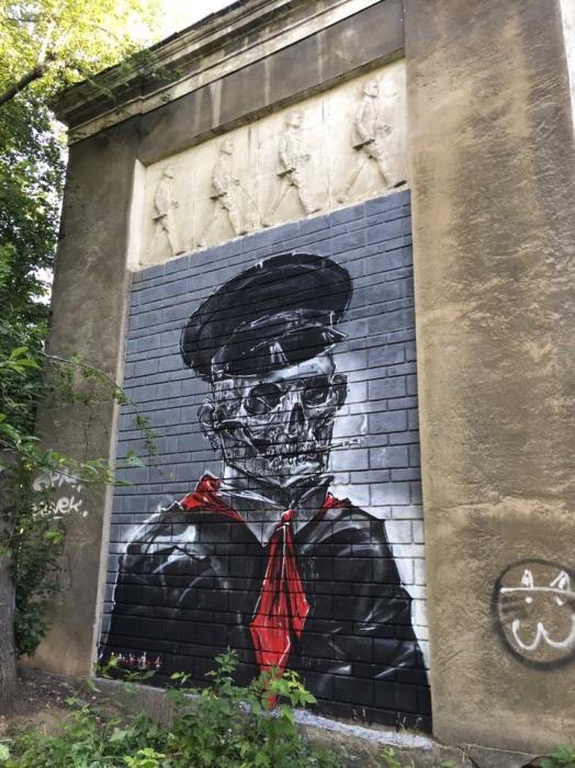 А вот так граффити выглядели вблизи