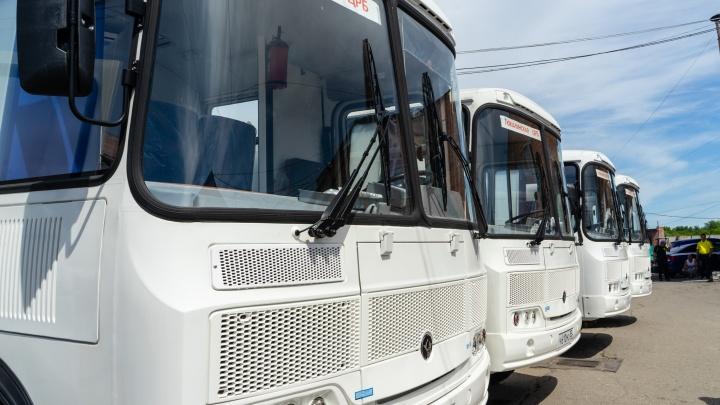 В Омскую область привезли 10 передвижных ФАПов