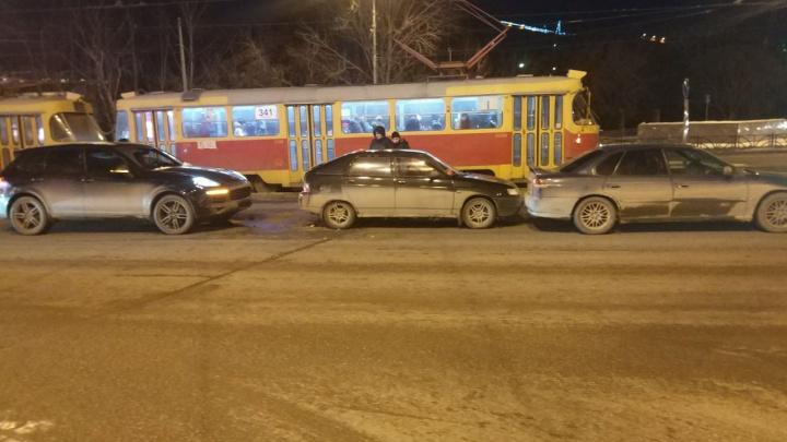 Ребёнок пострадал в результате столкновения трёх автомобилей в центре Екатеринбурга
