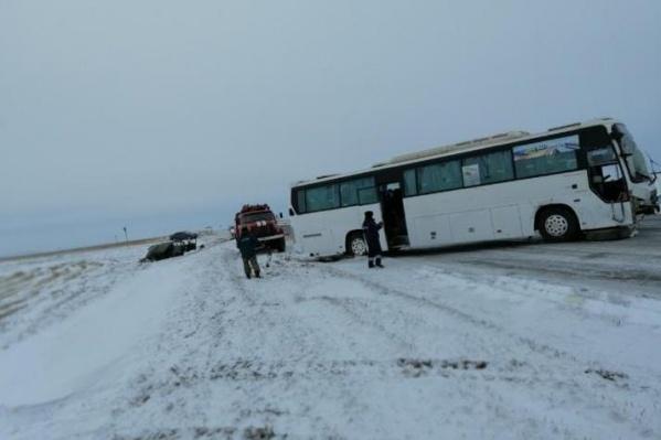 Авария с автобусом на трассе
