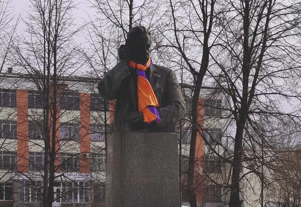 Памятник Попову в Краснотурьинске