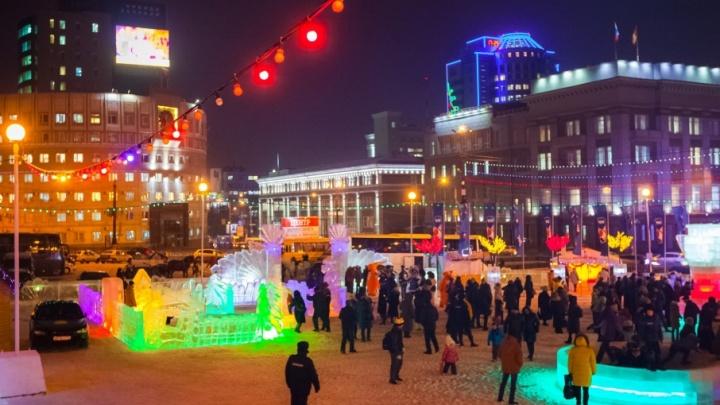Талисманы чемпионатов и восемь Дедов Морозов открыли ледовый городок в Челябинске