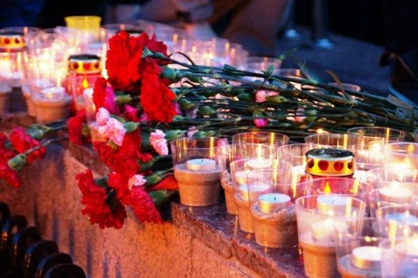 Участники митинга возложат цветы и зажгут свечи
