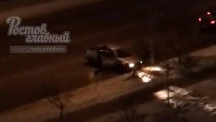 В Ростове водитель иномарки протаранил дерево и набросился на пешехода