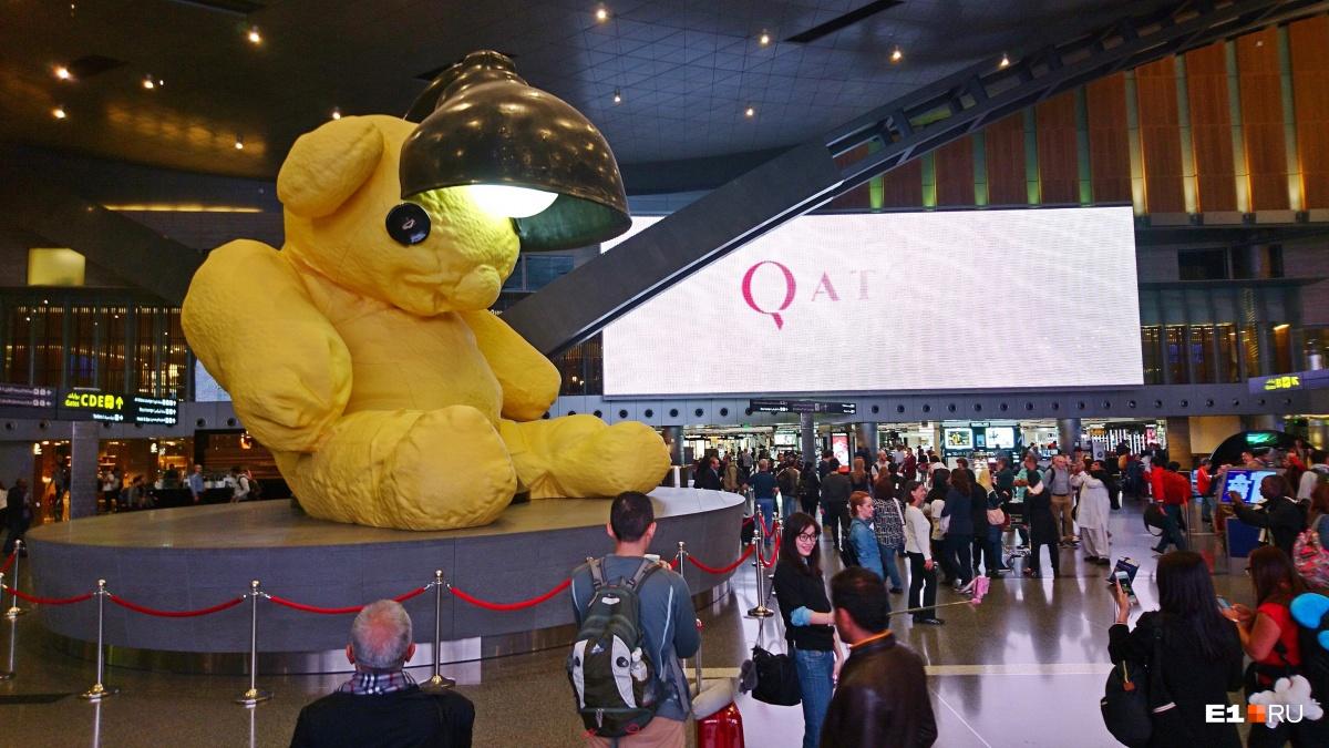 Часто при перелете в Азию приходится делать пересадку в Дохе (Катар). Тут, наверное, самый странный в мире аэропорт