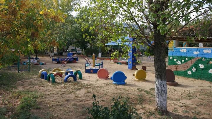Денег нет: волжане попросили выкопать опасные покрышки со дворов и детских площадок