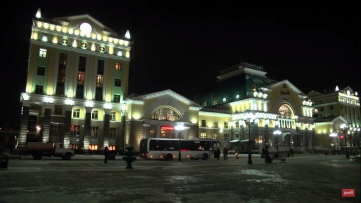 Смотрим, как проходил тестовый запуск подсветки здания ж/д вокзала