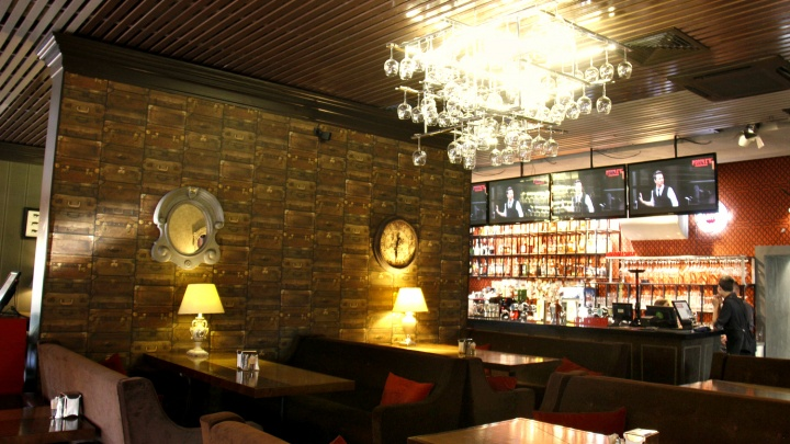 На месте популярного бара на Красном проспекте откроется ресторан «в лондонском стиле»